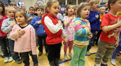 children recite pledge of allegiance