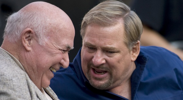 Chuck Smith (left) and Rick Warren.