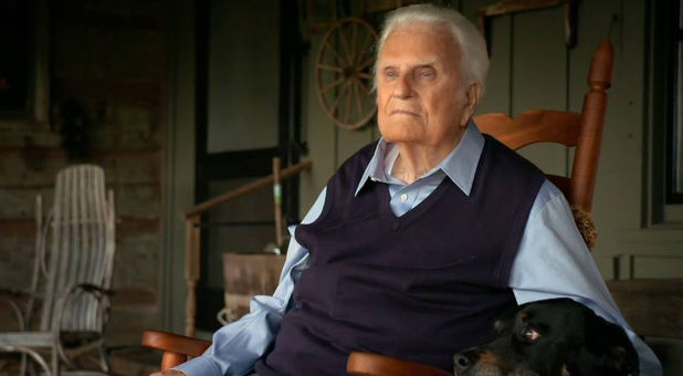 Billy Graham Returns Home After Brief Hospital Stay ...