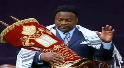 Eddie Long crowned king