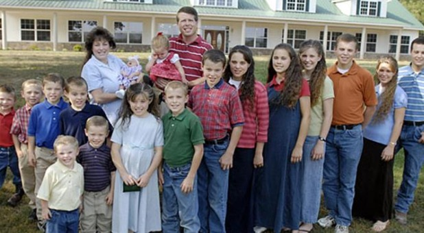 DefendtheDuggars Urges the Masses to Protect Duggar Family