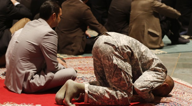 bold christian woman interrupts first muslim prayer meeting at