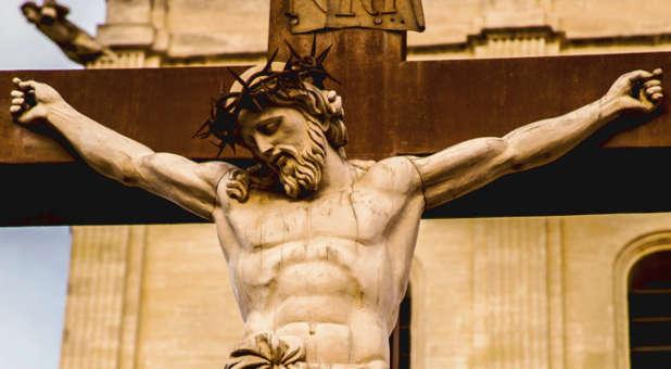 Long Branch By Night - Ameaça à Corte de Maliel Part. 2 - Página 3 Jesus-thorns-cross-sculpture