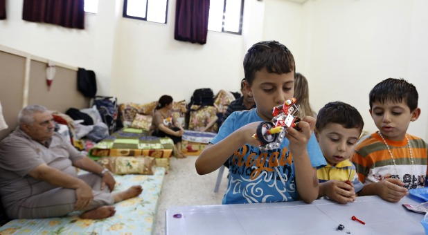 displaced Iraqi Christian children