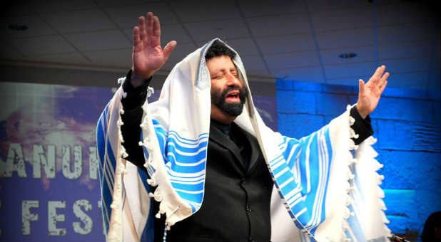 Jonathan Cahn delivering the blessing of Aaron