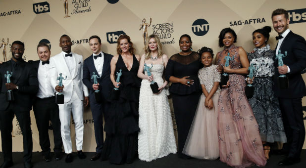 "The cast of ""Hidden Figures"" poses backstage with the award for Outstanding Performance by a Cast in a Motion Picture during the 23rd Screen Actors Guild Awards"