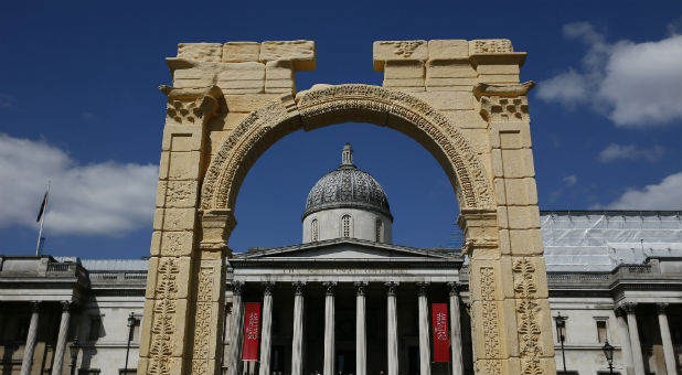 A 5.5-meter (20ft) recreation of the 1,800-year-old Arch of Triumph in Palmyra, Syria, is seen at Trafalgar Square in London