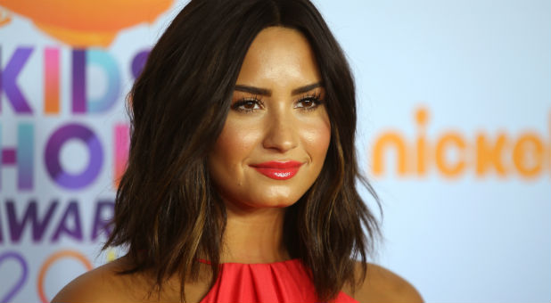 Demi Lovato at the 2017 Kids' Choice Awards
