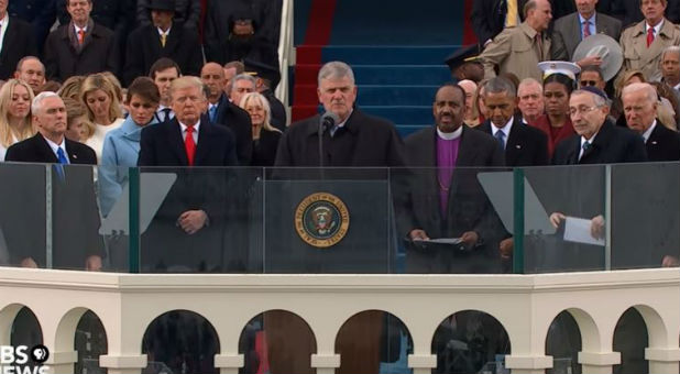 Franklin Graham prepares to pray at the inauguration.