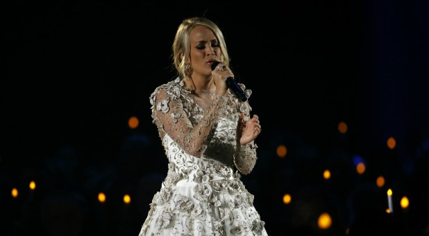 Carrie underwood stuns cma crowd with powerful heavenly for Carrie underwood softly and tenderly