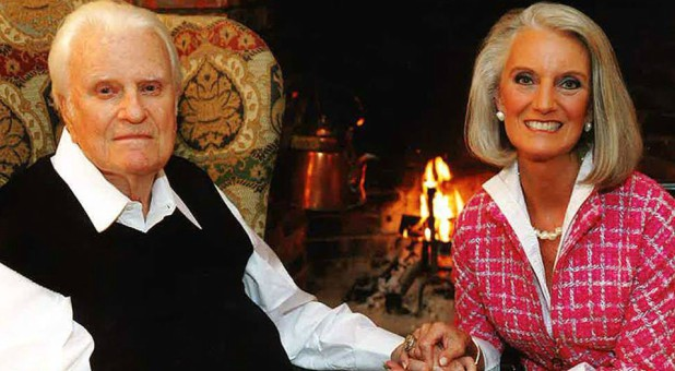 Billy Graham with his daughter, Anne Graham Lotz.