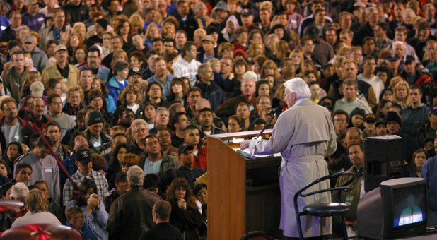 Billy Graham addressing a crowd in San Diego, California, in 2003.