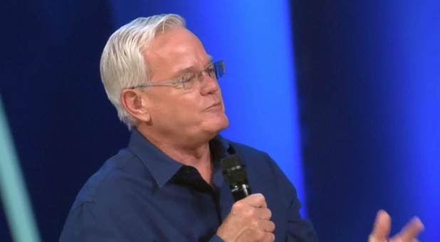Bill Hybels resigned as pastor of Willow Creek Church.Bill Hybels resigned as pastor of Willow Creek Church.