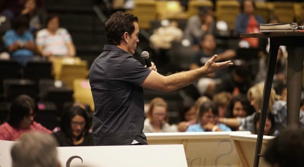 Kevin Jones apologizes to women at a Beth Moore event.