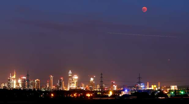 Mystic Rabbi: Blood Moon Over DC Is Prophetic Message to