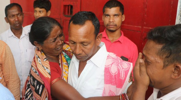 Gornath Chalanseth's stepmother greets him as he leaves Indian jail, May 21, 2019.