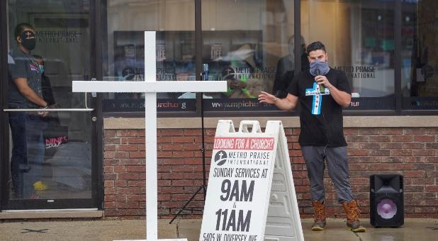 Illinois Gov. Prtizker Removes All Restrictions on Churches 4 Hours Before SCOTUS Deadline