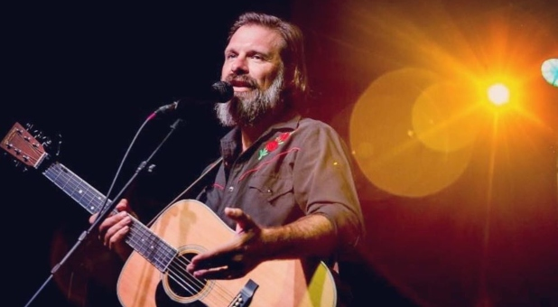 Third Day Frontman Mac Powell to Lead Worship at Leading The Way LIVE Events