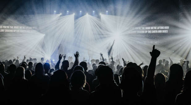 Shane Idleman on Stadium Revival Draws Over 1,000 Worshippers in California